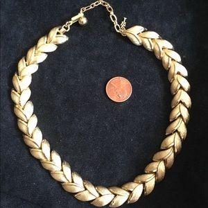 TRIFARI VTG Necklace choker gold tone.